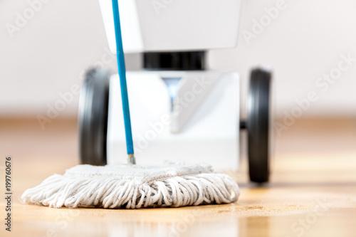Roboter hilft im Haushalt Fototapete
