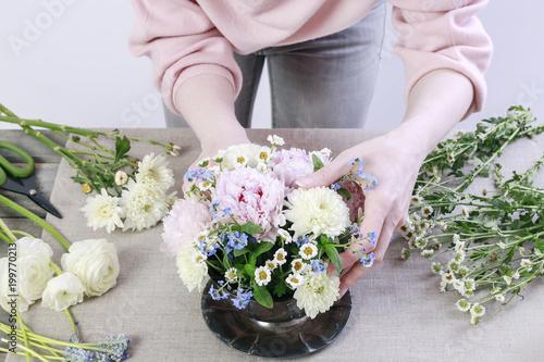 Fototapeta How to make floral arrangement with pink peonies obraz na płótnie