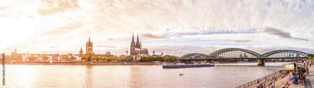 Fototapeta Köln, Rheinufer mit Dom, Groß St. Martin und Hohenzollernbrücke
