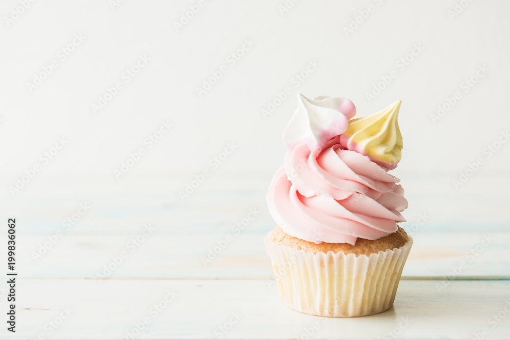 Photo  One cupcake on a wooden table. Copy space