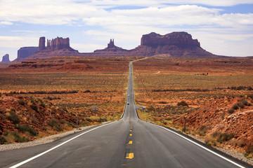 FototapetaFamous road into Monument Valley, Utah, USA.