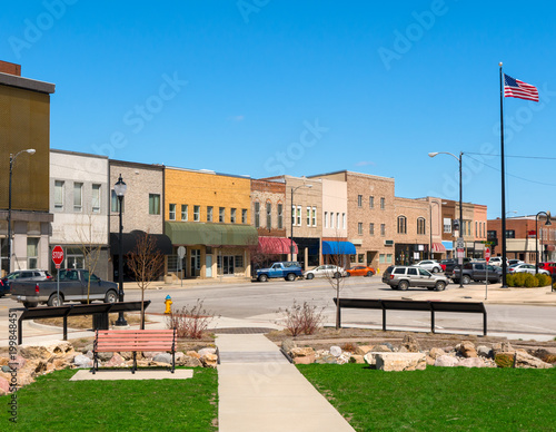 Fotografía  Downtown main street storefronts and park in small town USA midwest Mattoon Illi
