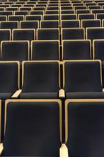 整列する座席