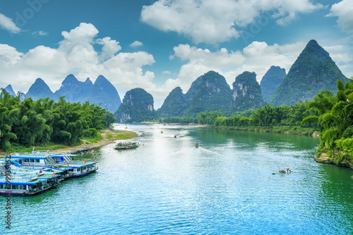 Montage in der Fensternische Pool The beautiful landscape of the Lijiang River in Guilin