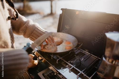 Foto op Aluminium Kamperen Camping Breakfast