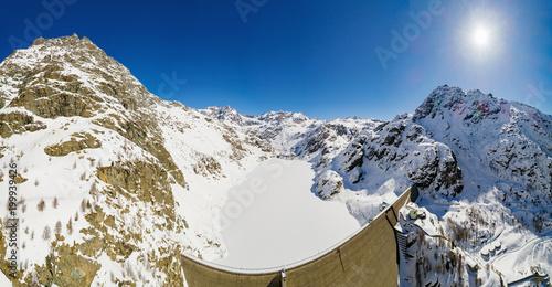 Staande foto Dam Valmalenco - Valtellina (IT) - Vista aerea panoramica invernale della Diga di Alpe Gera