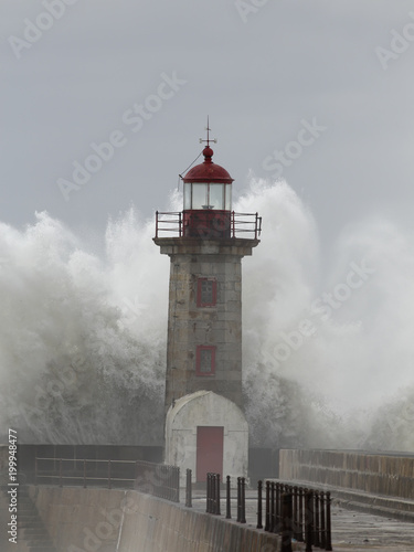 Poster Gris Old lighthouse during storm