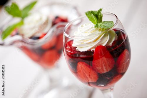 Foto auf Gartenposter Desserts berry dessert