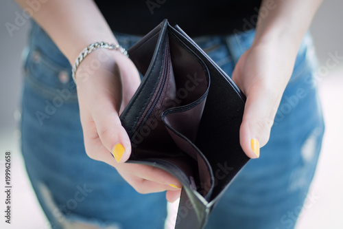 Fototapeta poor woman without money, empty wallet; portrait of poor woman with empty wallet, poor people, poverty, bankruptcy, financial broke, unemployment, no credit concept; asian young adult woman model obraz