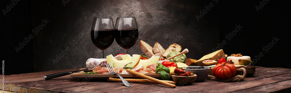 Fototapety, obrazy: Italian antipasti wine snacks set. Cheese variety, Mediterranean olives, pickles, Prosciutto di Parma with melon, salami.