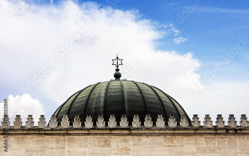 Valokuvatapetti Dome of the synagogue with the sign of the star of David by day