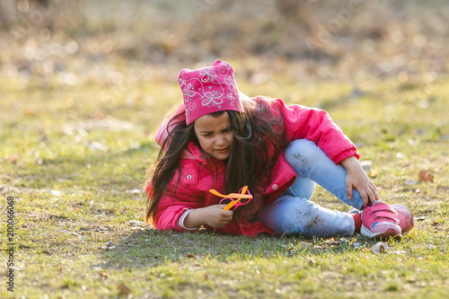Fotografie, Obraz  A little girl is crying loudly in the spring forest