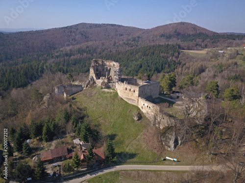 In de dag Cappuccino Kamenets, near Odjykon, Poland -april 8, 2018: Ancient ruins of a medieval castle against the backdrop of a natural landscape of the central strip of central Europe. View of drone. Panorama of fly.