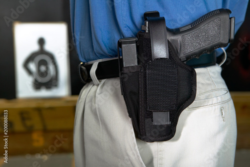 Fotografía  Man wearing a handgun in a webbing holster