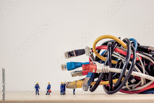 Obraz Tangled bunch of network cables - fototapety do salonu
