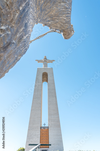 In de dag Monument Cristo Rei Monument in Almada, Lisbon Portugal