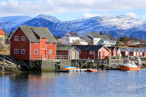 Papiers peints Arctique Houses in at the Salhus Strait