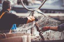 Pêcheurs En Train De Manipuler Leur Filet