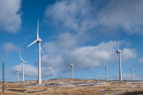 Obraz na plátně Eolienne vent production énergie électricité environnement vert nature naturel p