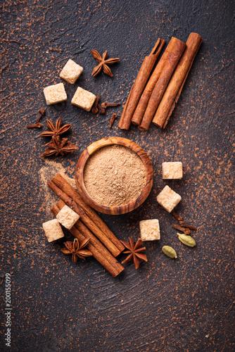 Plakat Cynamon, anyż, kardamon, koniczyna i cukier