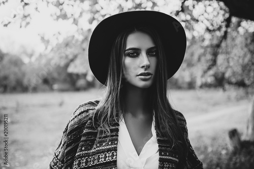 Poster Gypsy beautiful girl in hat