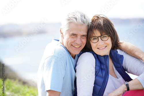 Papiers peints Statue Portrait of cheerful 60-year-old couple relaxing by the sea