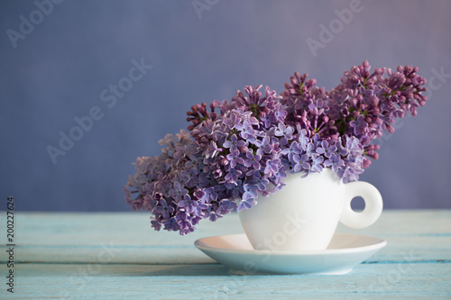 Valokuvatapetti lilac in cup on old wooden table