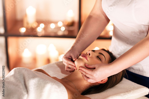 La pose en embrasure Spa Procedures in the spa concept