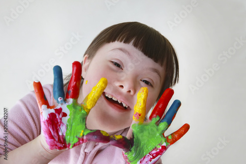 Photo  Cute little girl with painted hands