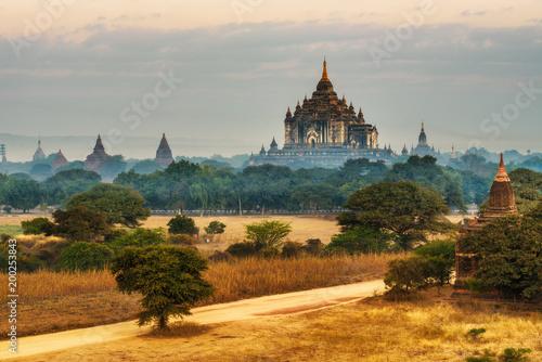 Foto op Canvas Oude gebouw Thatbyinnyu temple in Bagan, Myanmar