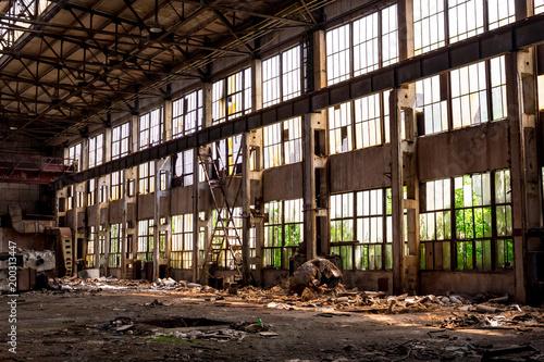 Poster Oude verlaten gebouwen The abandoned old factory building inside