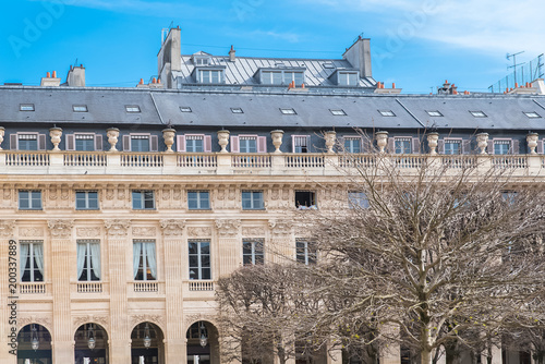 Papiers peints Paris Paris, the Palais Royal gardens, beautiful facade