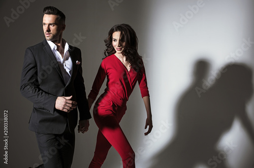 Poster Artist KB Portrait of an elegant couple - isolated
