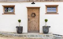 Hausfassade Mit Geschnitzter E...
