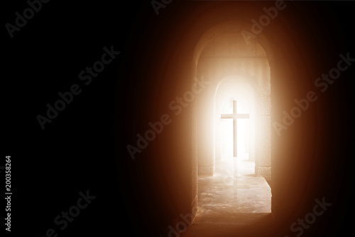 Fotomural Silhouette of the cross at the end of tunnel with ray of sunlight behind