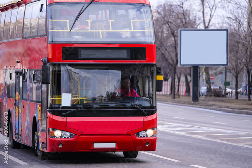 Moscow, Russia - April, 8, 2018: tourist double-decker on the Moscow street Fototapet