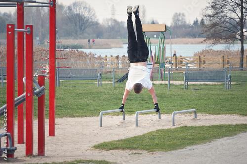 Fototapeta Ćwiczenie na siłowni obraz