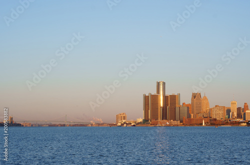 Foto op Canvas Rotterdam Downtown Detroit view from Belle-Isle during sunrise with view on Bridge to Windsor, Ontario, Canada. The morning sun reflect on GM towers.