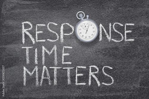 Obraz na plátně  response time matters watch
