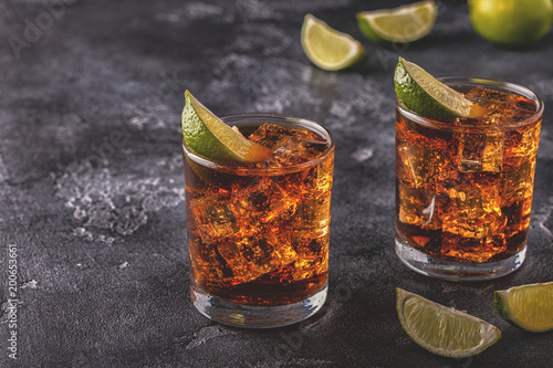 Photo  Rum and Cola Cuba Libre with Lime and Ice