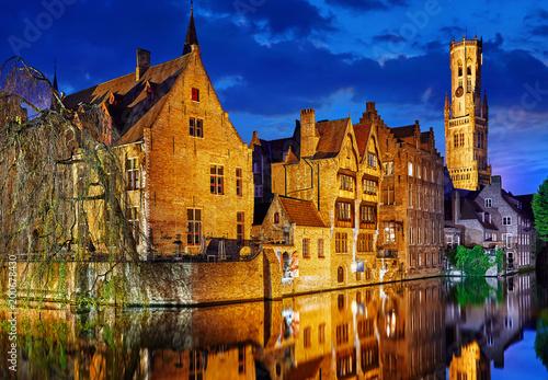 Foto auf Gartenposter Stadt am Wasser Bruges, Belgium. Evening sunset with blue sky. Water channels