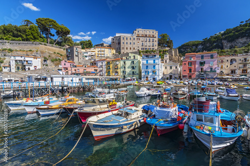 La pose en embrasure Naples Small fishing boats at harbor Marina Grande in Sorrento, Campania, Amalfi Coast, Italy.