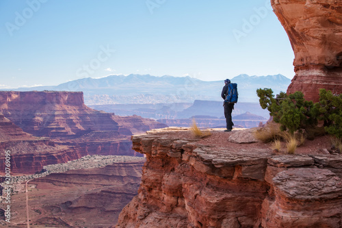 Canvas Print Hiker in Canyonlands National park in Utah, USA