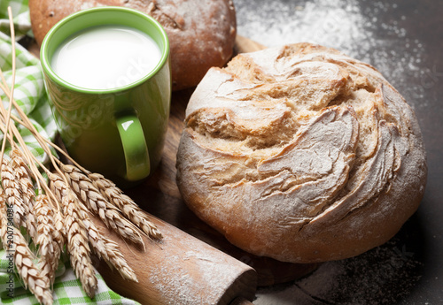 Papiers peints Jardin Homemade crusty bread and milk