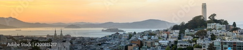 Photo sur Toile San Francisco Sunset panoramic views of Telegraph Hill and North Beach neighborhoods with San Francisco Bay, Alcatraz and Angel Islands as well as Marin Headlands. San Francisco, California, USA.
