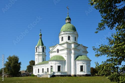Papiers peints Edifice religieux Greek Orthodox Church, religious, building XVIII century. Three Saints Church in ..Lemeshi, Chernihivska oblast, Ukraine.