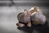 Garlic on ardesia - 200865237