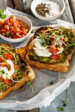 Toast Ou Tartine à L' Avocat,...