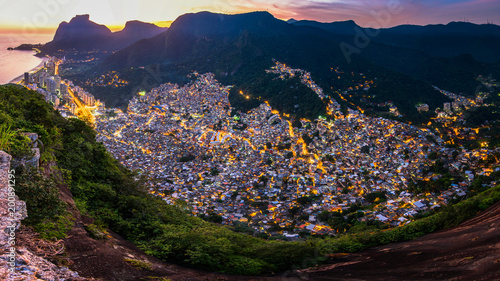 Panoramic View of Rocinha, the Largest Favela in Rio de Janeiro City, by Evening Tablou Canvas