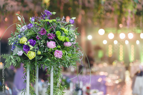 Photo  beautiful hydrangea bouquets in vases on high stands